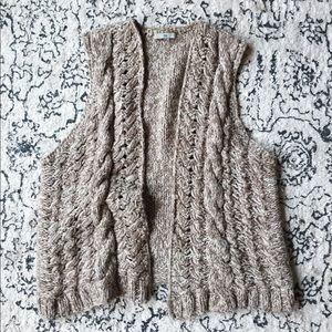 Gap Vest • Your new favorite winter item